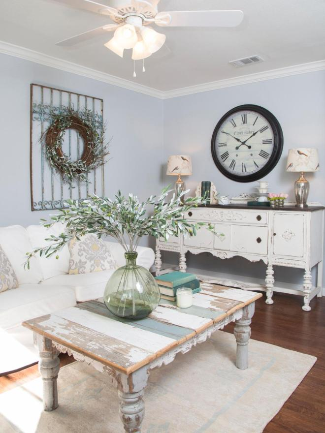 bp_HFXUP104H_griffis-country-chic-living-room_113160_278875_v.jpg.rend.hgtvcom.1280.1707